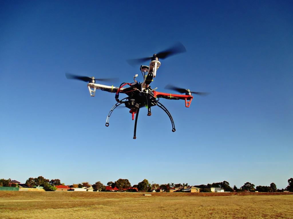 drone-784310_1920